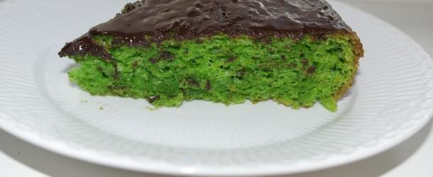 Giftkage med squash. En lækker svampet grøn giftkage med squash. Den version er ekstra svampet. Prøv denne opskrift og du er tilbage i barndommen.