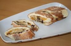 Roulade med creme, fersken og chokolade