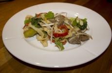 Den lækre og sunde wok er færdig, og klar til at spises