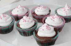 Chokolade muffins med vaniljetopping