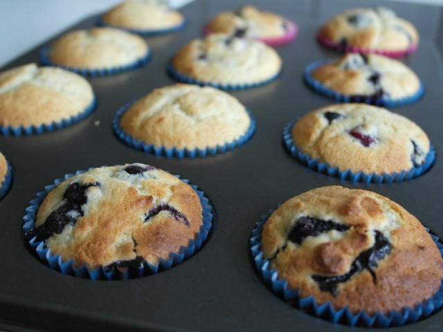 Hjemmelavet muffins med bær