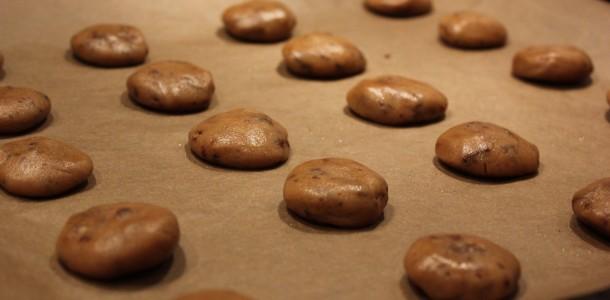 Cookies klar til at komme i ovnen