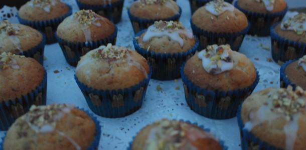 Muffins med marcipan og pistacie