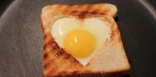 Efter 7 - 10 minutter skulle din hjerte toast være klar!