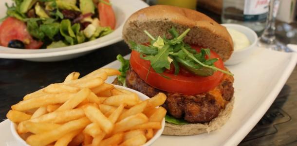 Lækker burger - Intet at klage over - Samt lækker fritter med aioli ;-)