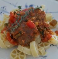 Italiensk kødboller i tomat sovs med pasta