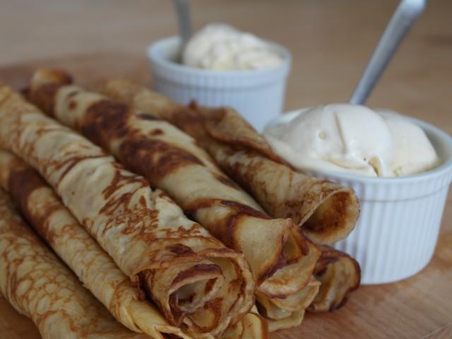 De færdige pandekager med vanilje is fra carte  d ´or