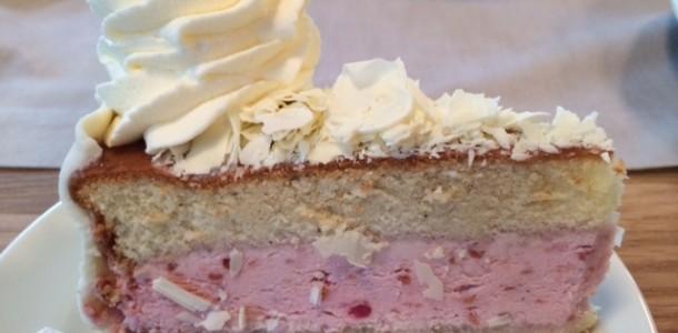 Hindbær flødekage fra Mette Blomsterbergs Cafe. ( den er da bare smuk)