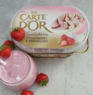 Den færdige milkshake med carte dór jordbær is