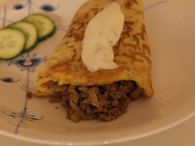 Rodfrugtpandekage med oksekød og cremefraiche og purløg