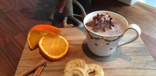 Varm kakao med is og vanilje kranse
