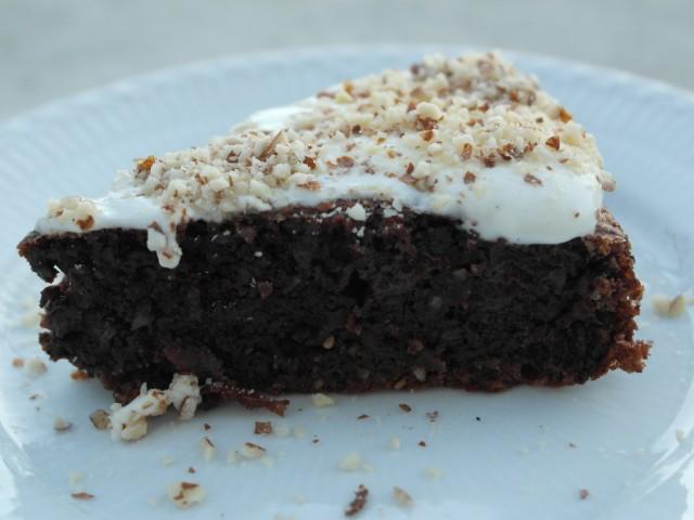 mørk mørk chokolade kage med crem
