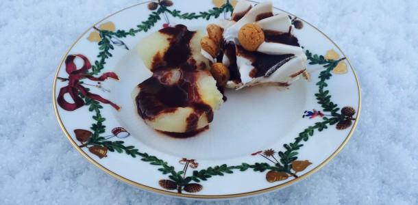 Pærer med chokoladesovs og is