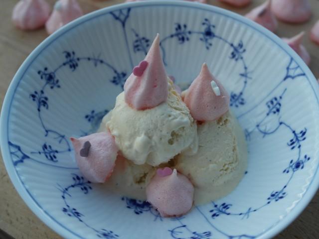 Carte dór vaniljeis med lyserøde kyskager